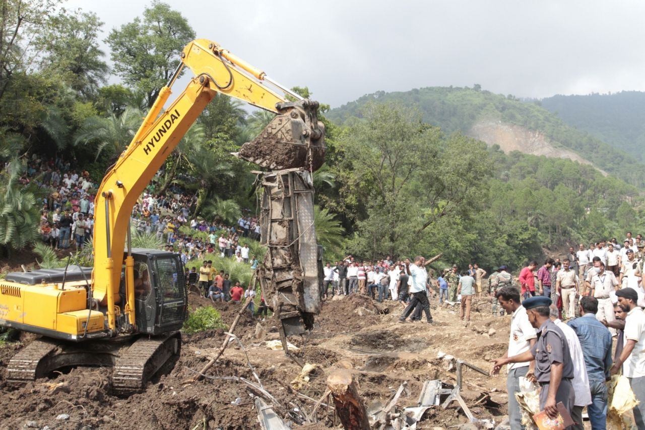 LAND SLIDE HIMANCHAL TWO BUS CRASHED 50 PASSENGER DIED
